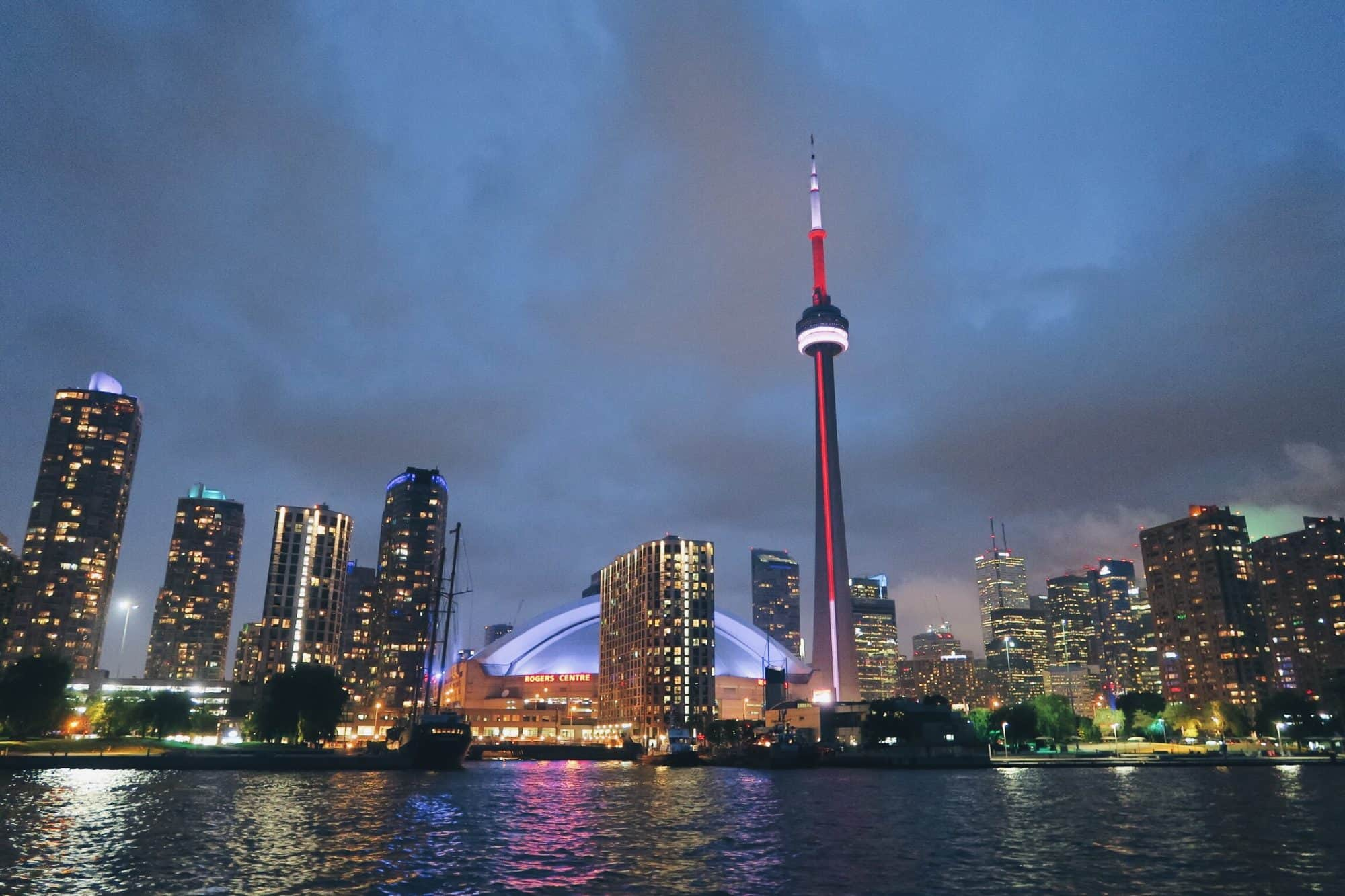 Salsa dancing cruise in Toronto, Ontario | Mariposa Cruises review | best and most romantic date night ideas in Toronto | Diary of a Toronto Girl, a Canadian lifestyle blog