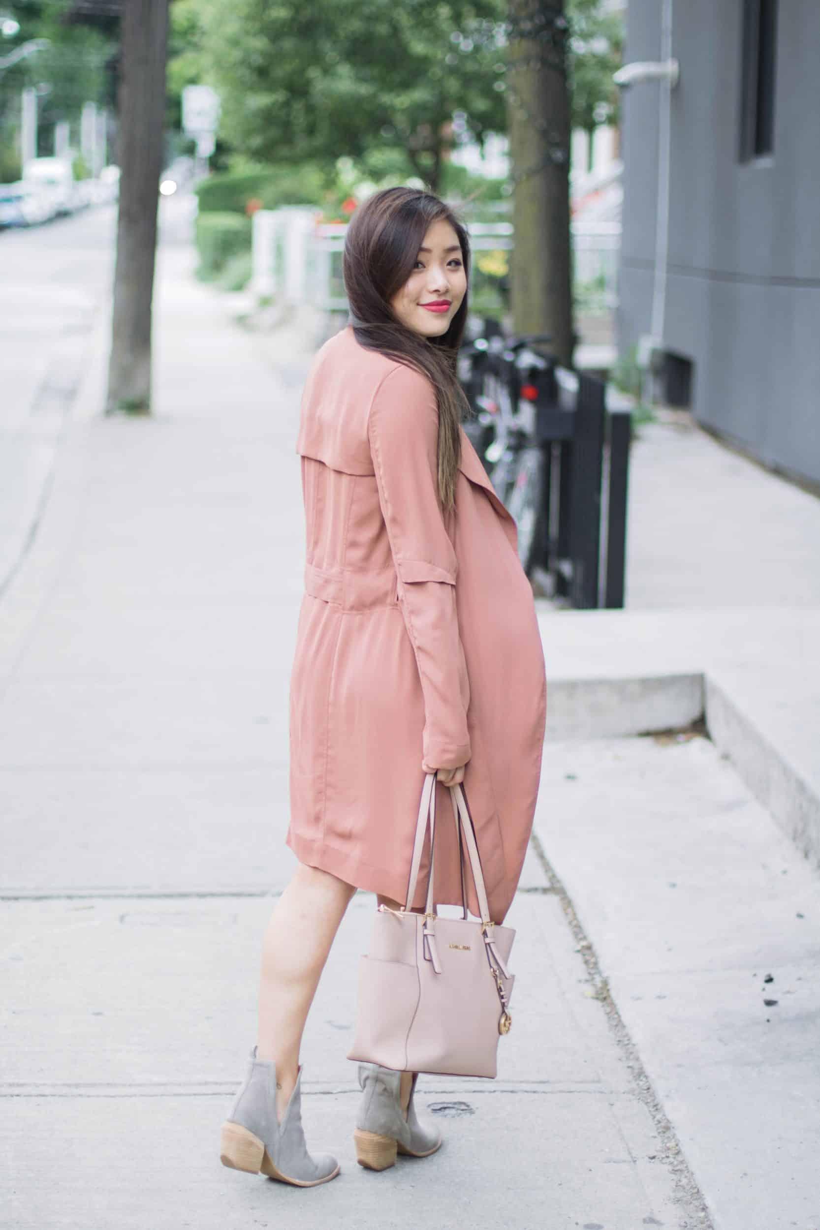 Pink trench coat + grey suede booties + nude bag