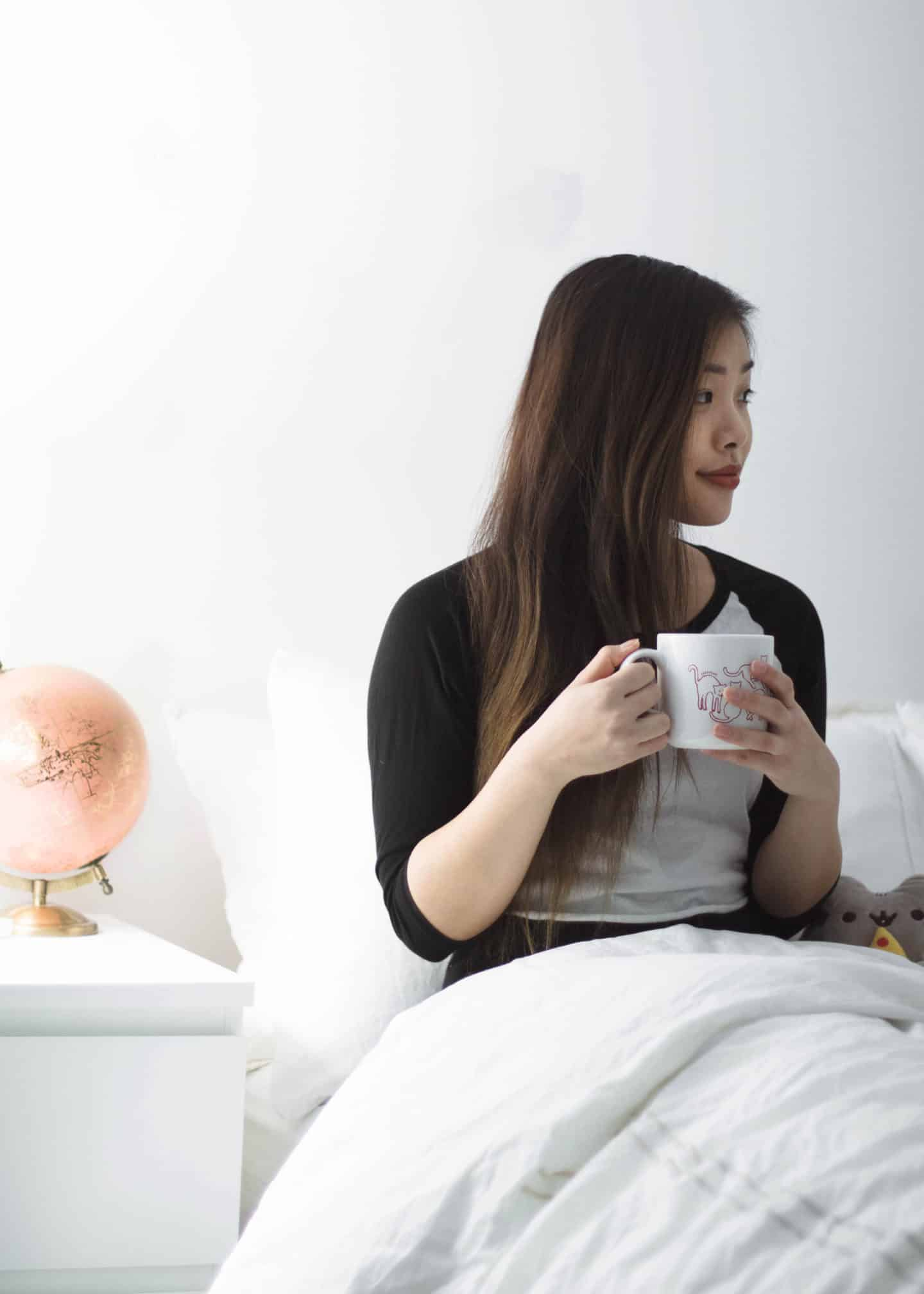 Simple and easy tips on how to become a morning person and actually enjoy it.