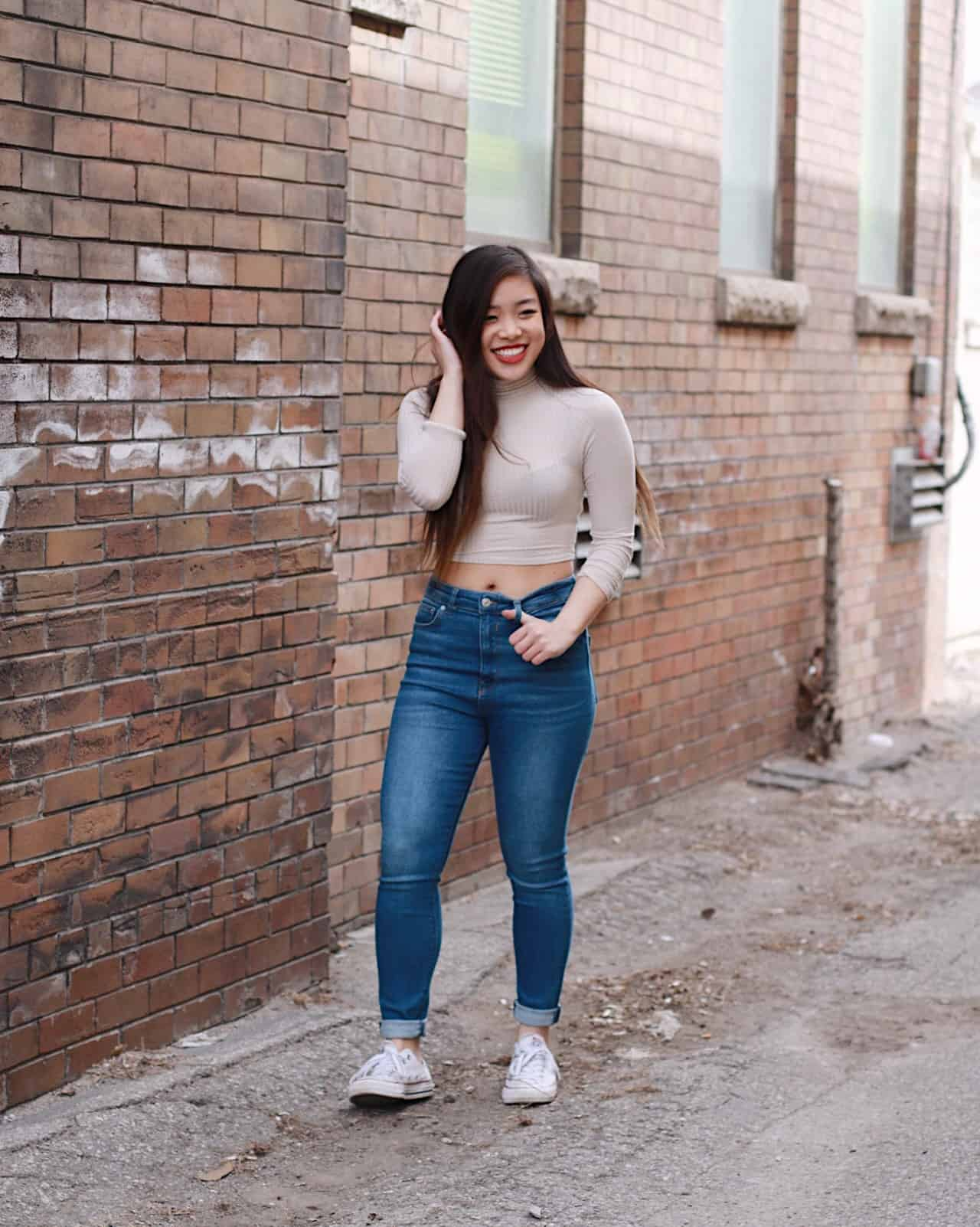 How to Wear High Waisted Jeans for Petites