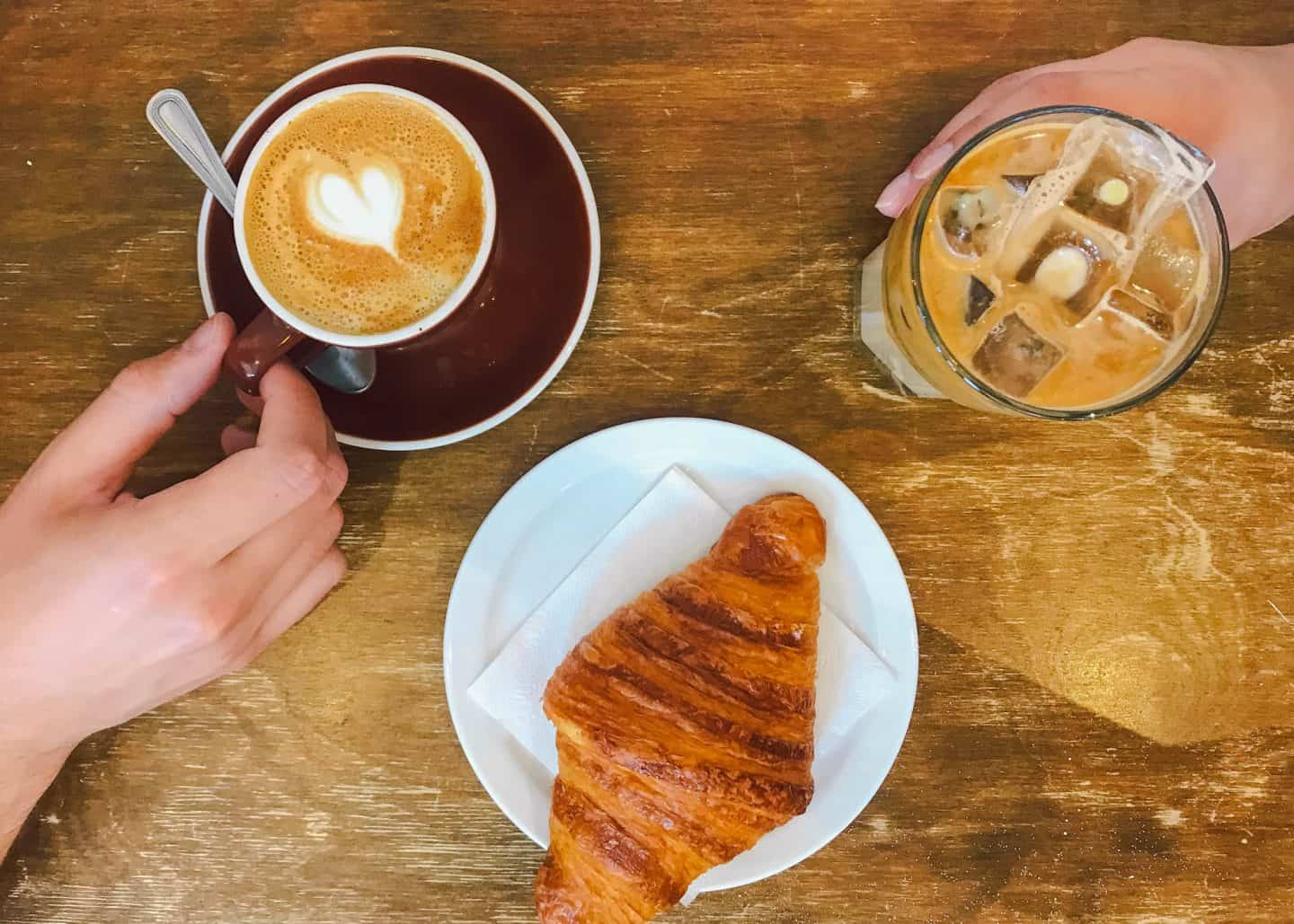 Best brunch and cafe spots in Montreal, Quebec | top breakfast, lunch, and dinner restaurants in MTL | Montreal coffee shops to visit | good places to eat in Montreal | where to eat and drink in downtown Montreal | Diary of a Toronto Girl, a Canadian lifestyle blog