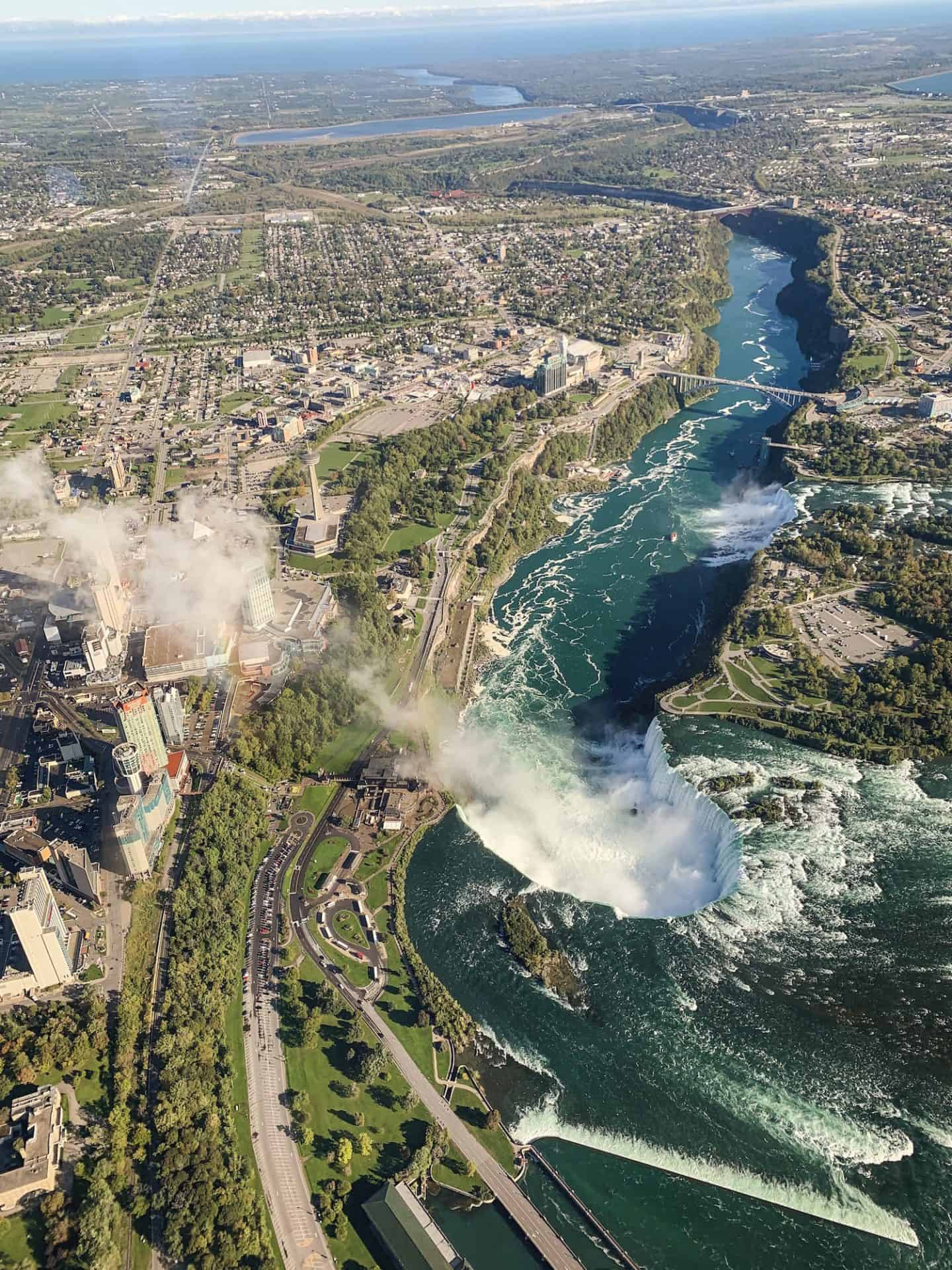 How to spend a weekend in Niagara Falls, Ontario | guide to a weekend getaway in Niagara Falls on the Canadian side | what to do around Horseshoe Falls in autumn | best things to do around Niagara Falls during the fall | Diary of a Toronto girl, a Canadian lifestyle blog