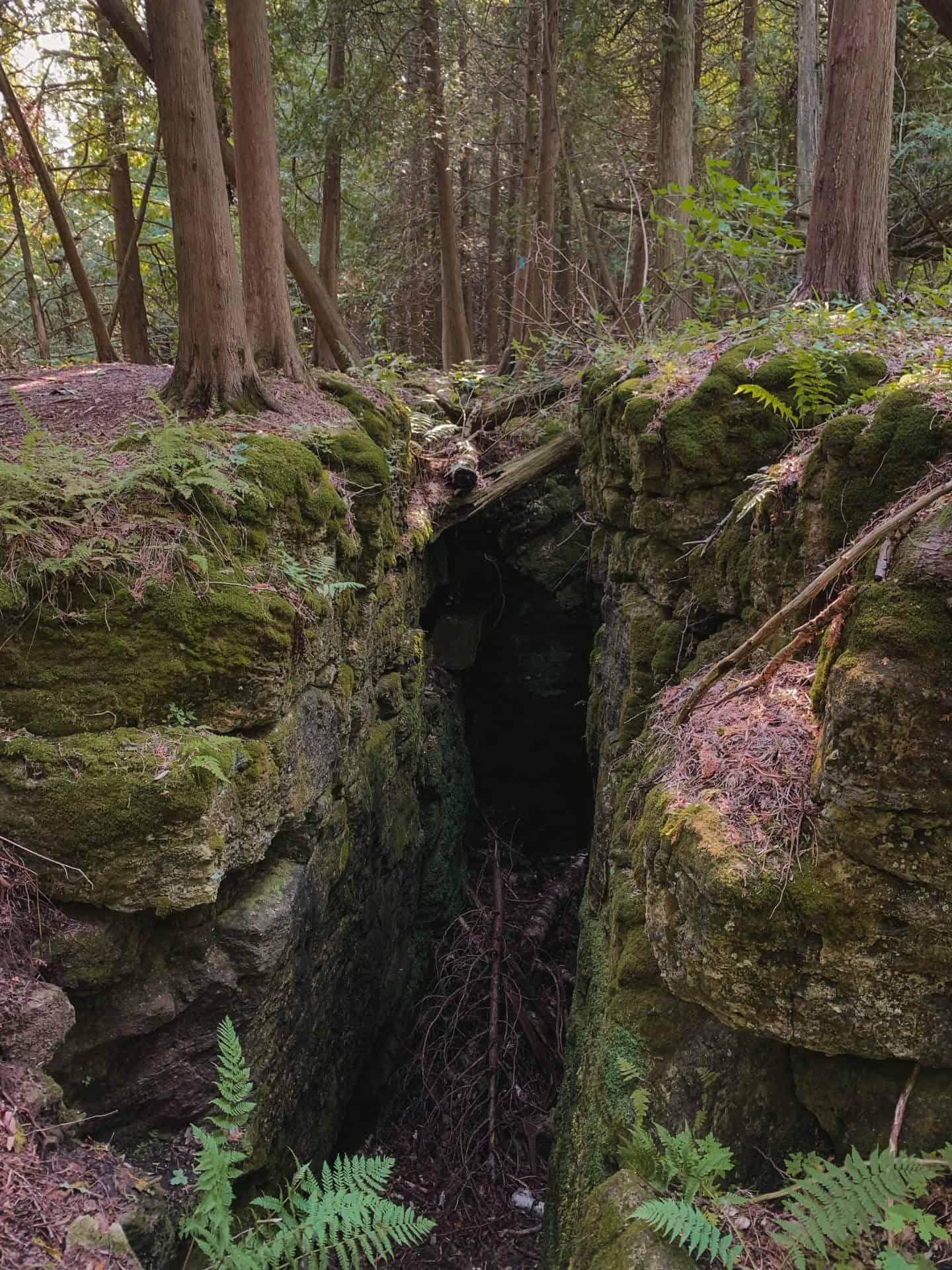 Crevice system at Split Rock Narrows in Orangeville, Ontario