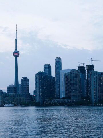 The sunset view of the Toronto skyline from the Toronto Islands ferry
